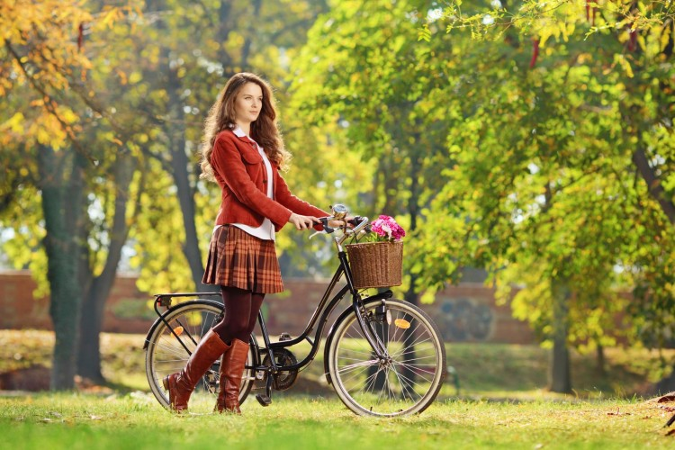 beauty_splendor_spring_bike_grass_bokeh_hd-wallpaper-1758363