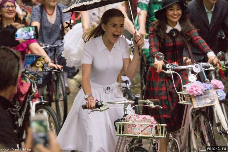 Леди на велосипеде00001