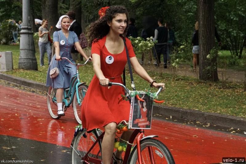 Леди на велосипеде00009