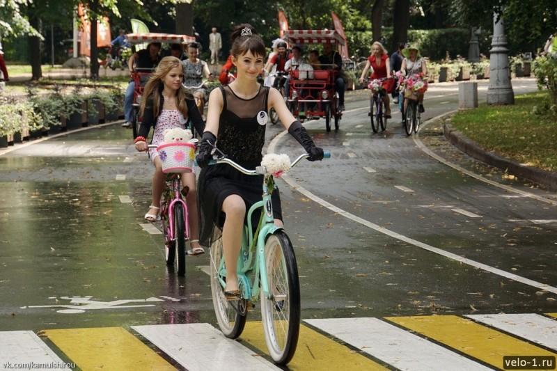 Леди на велосипеде00021