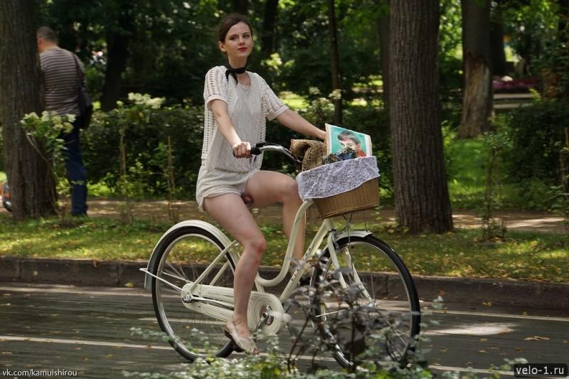 Леди на велосипеде00024