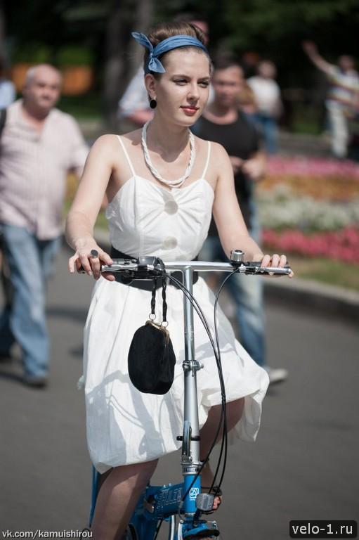 Леди на велосипеде00025