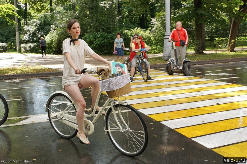 Леди на велосипеде00027