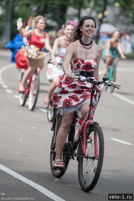 Леди на велосипеде00029