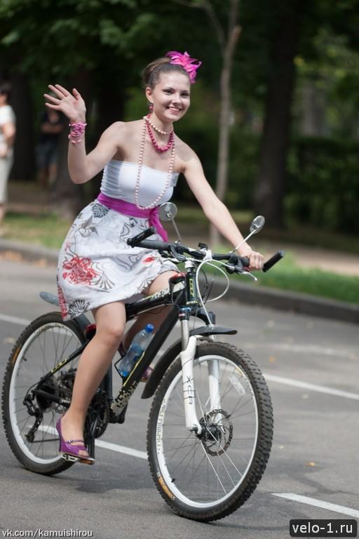 Леди на велосипеде00032