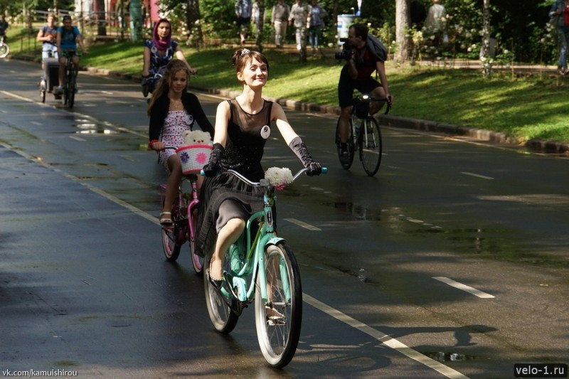 Леди на велосипеде00034