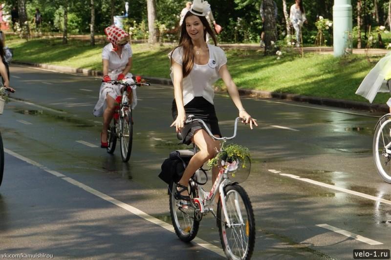 Леди на велосипеде00038