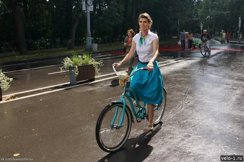 Леди на велосипеде00042