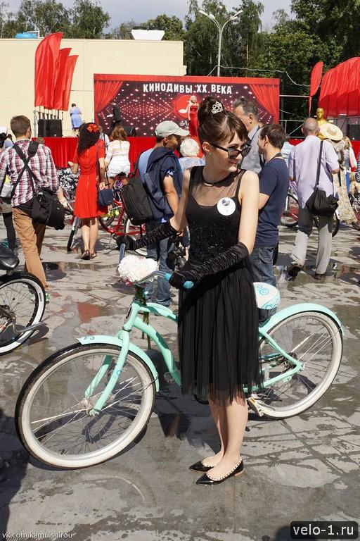 Леди на велосипеде00043