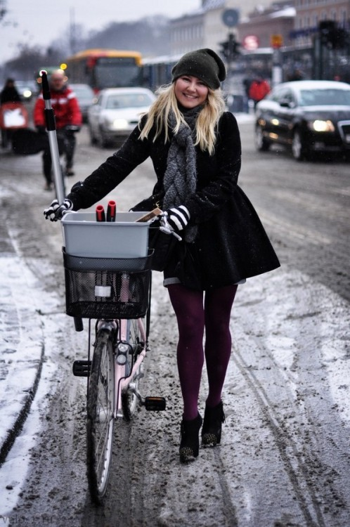 Winter_Biking_Heels-680x1024