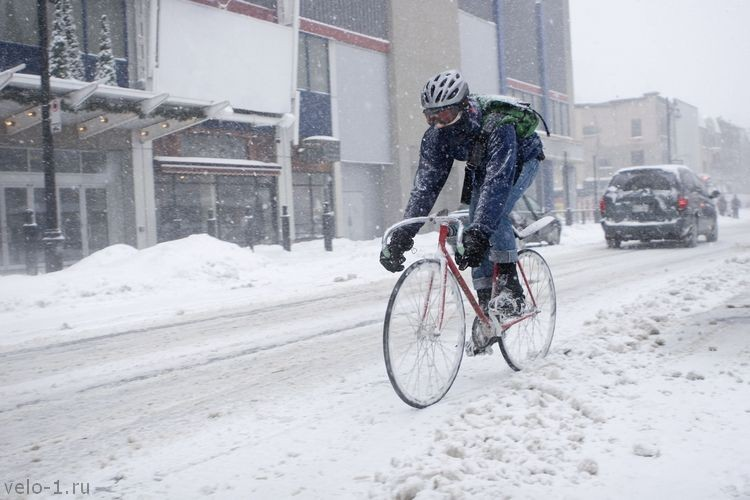 winter-cycling-blizzard