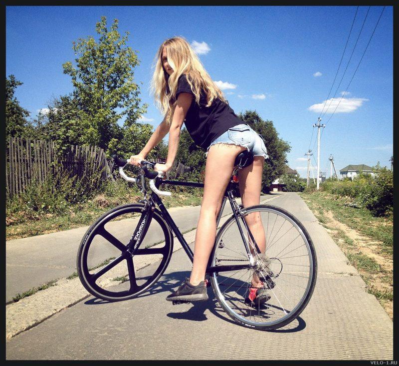 Девушки на велосипедах #15