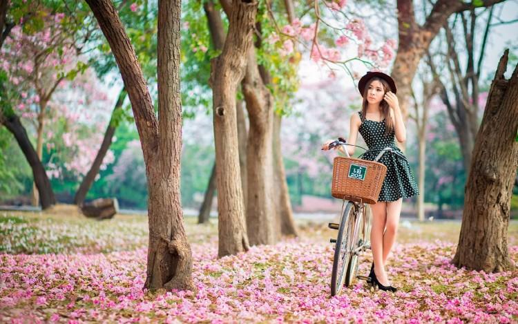 1920x1200_pink-garden-devushka-velosiped-vesna-tsvetenie
