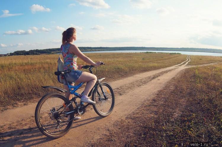 Девушка на велосипеде: на перепутье