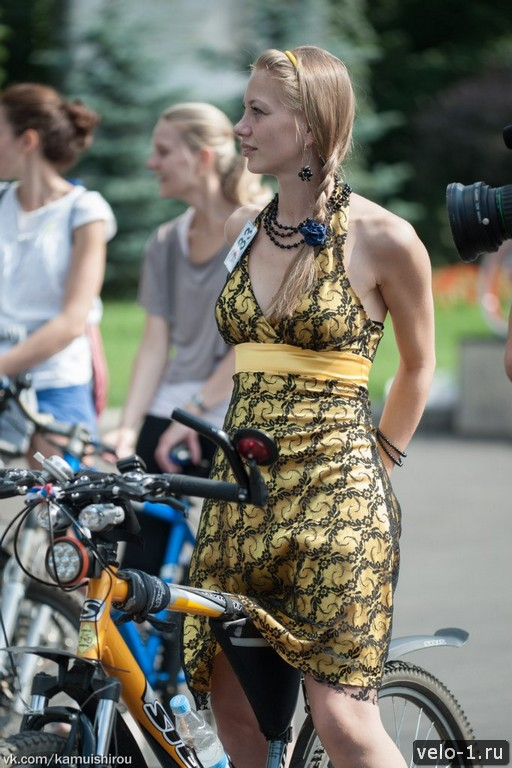 Леди на велосипеде00004