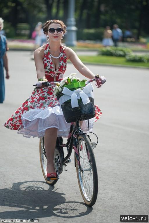 Леди на велосипеде00007