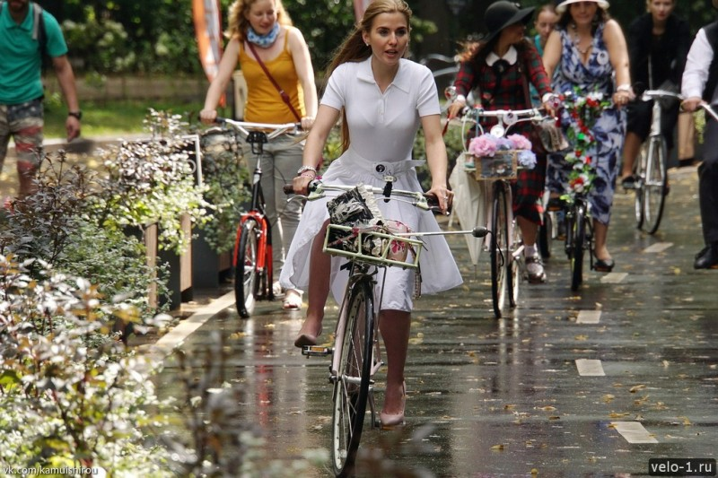 Леди на велосипеде00011