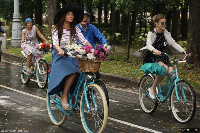 Леди на велосипеде00013