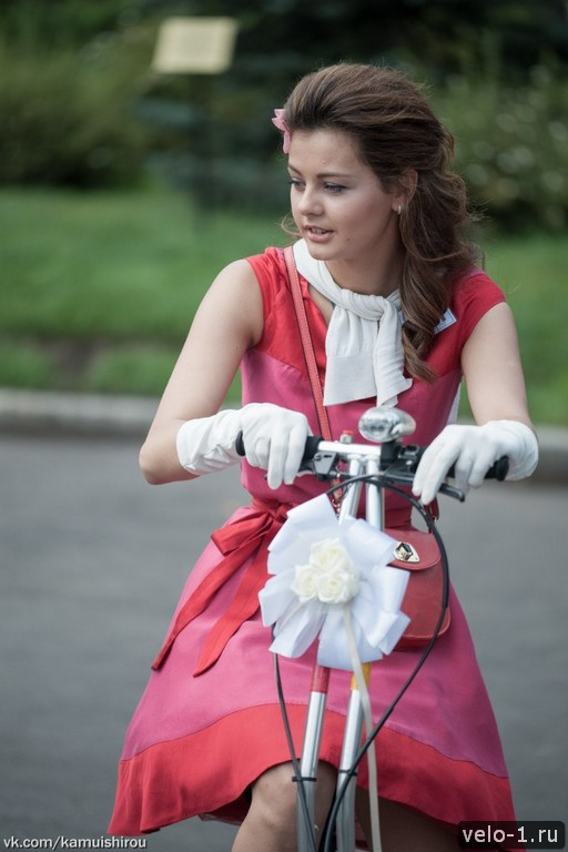 Леди на велосипеде00015