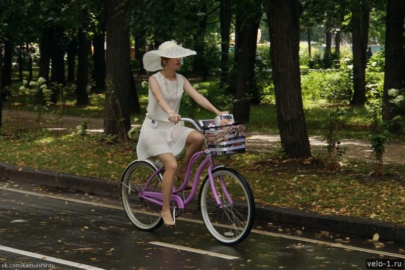 Леди на велосипеде00016