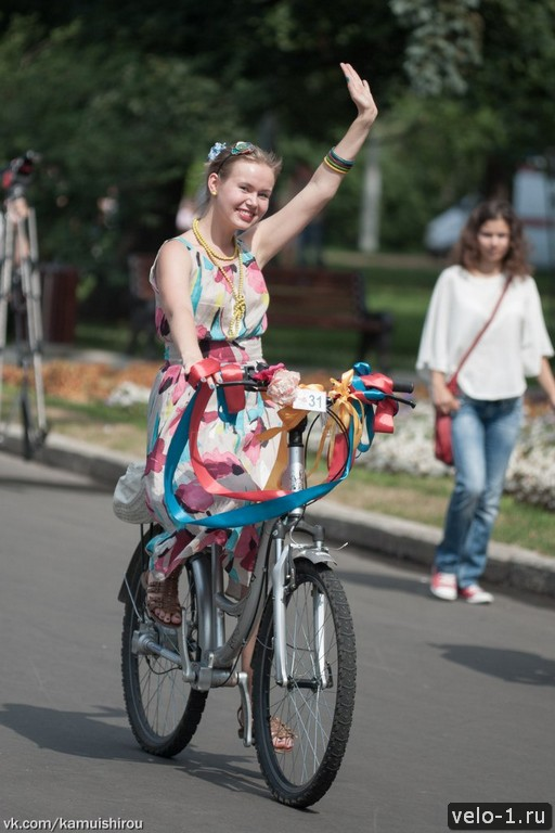 Леди на велосипеде00019