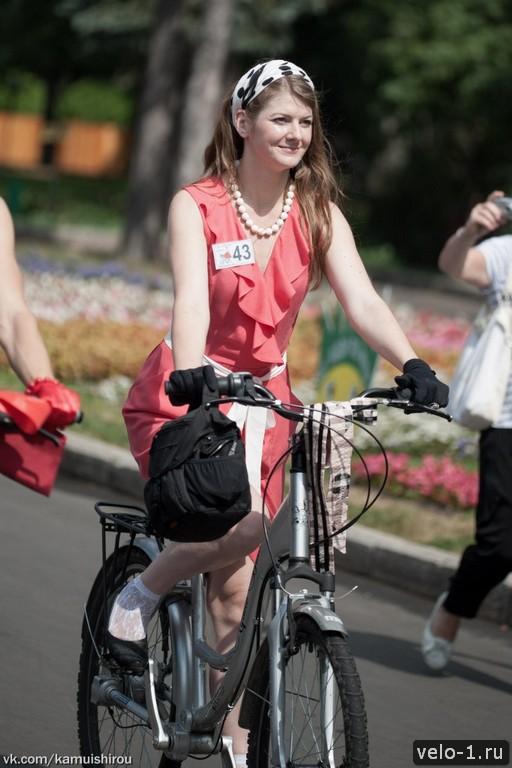 Леди на велосипеде00022