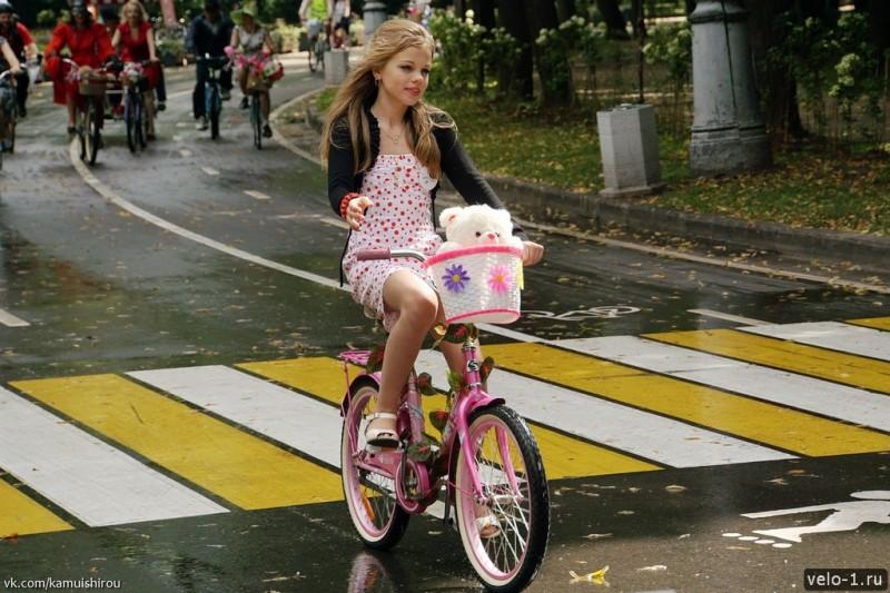 Леди на велосипеде00023