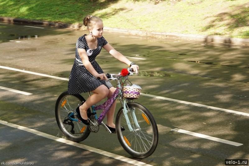 Леди на велосипеде00028