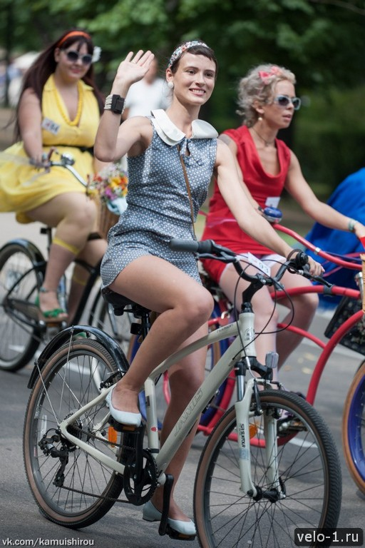 Леди на велосипеде00035