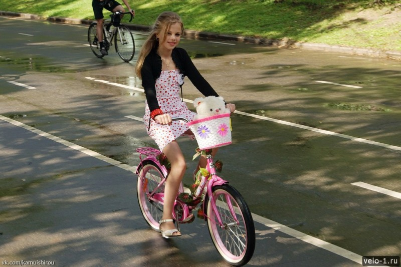 Леди на велосипеде00036