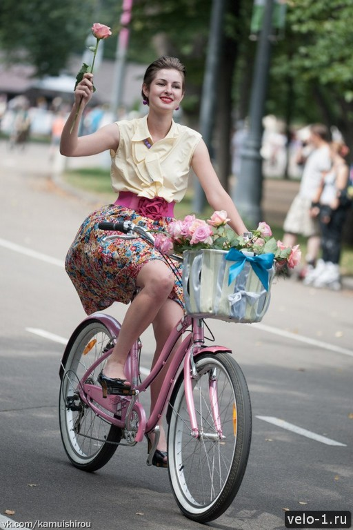 Леди на велосипеде00037
