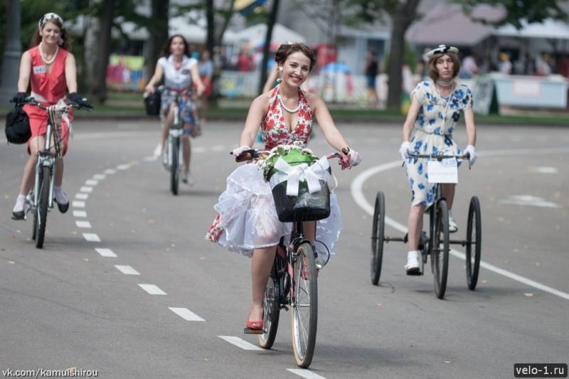 Леди на велосипеде00039