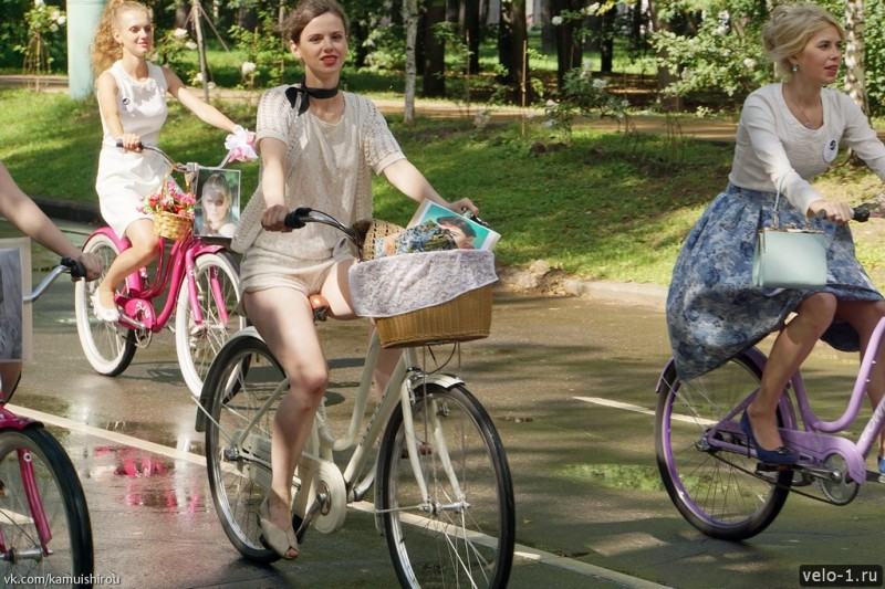 Леди на велосипеде00040