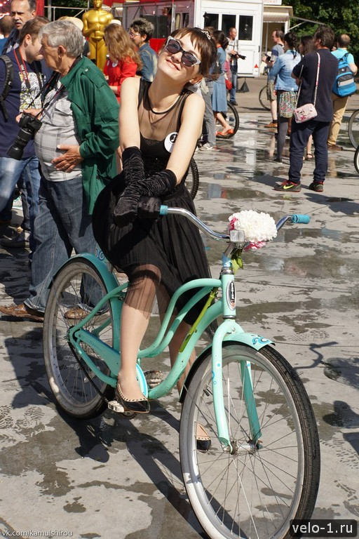 Леди на велосипеде00045