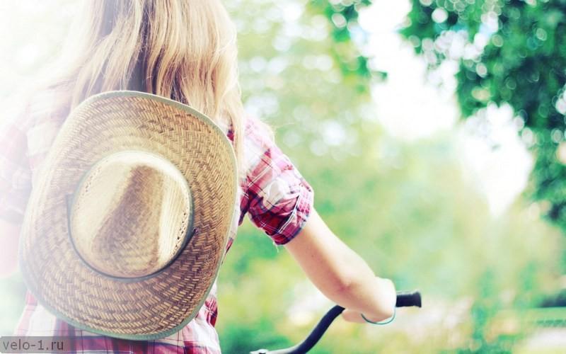 girl-summer-bokeh-bicycle-sun-hat-1680x1050