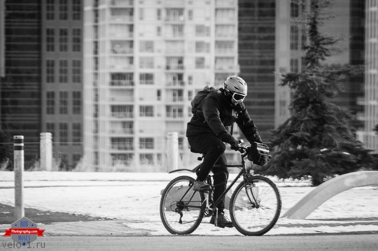 yyc-cycling-biking-winter-man-goggles-urban-city-rob-moses-photography-calgary-photographer-photographers-native-american-famous-un-celebrity-tlingit-ojibawa-top-popular-best-good-canadi