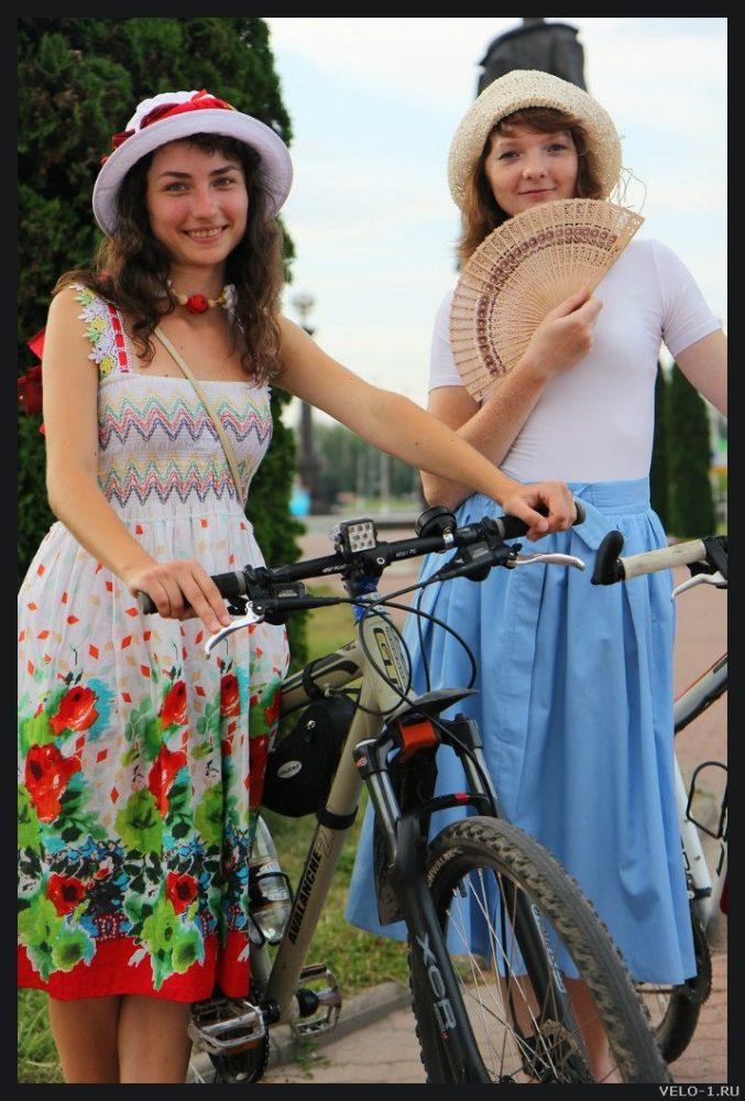 Много фото девушек на велосипедах. Велопробег