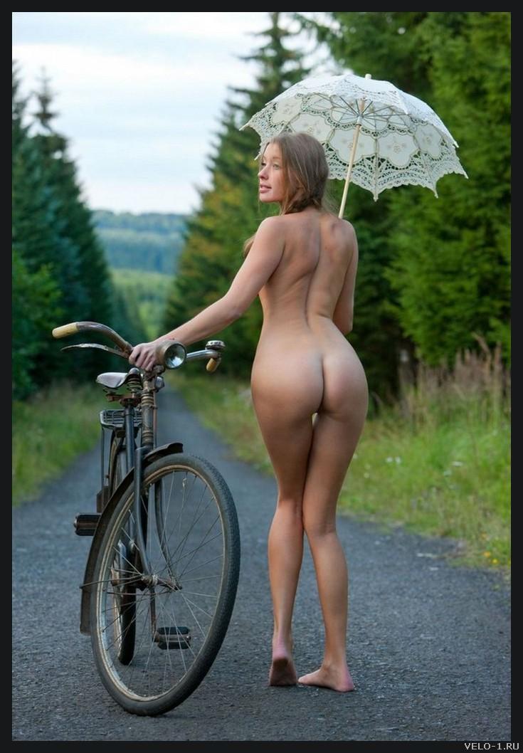 Девушки с велосипедами, 18+